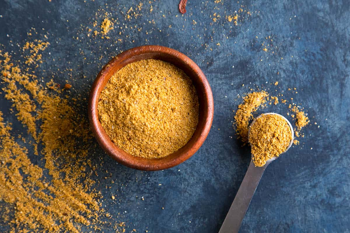 Vindaloo curry powder in a bowl and on a measuring spoon.