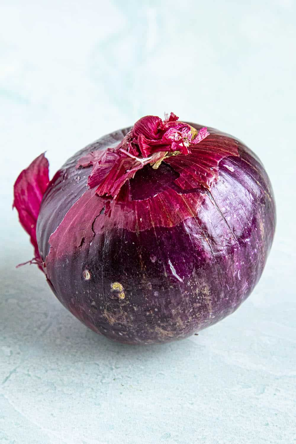 "A large red onion ""width ="" 1000 ""height ="" 1500 ""srcset ="" https://www.chilipeppermadness.com/wp-content/uploads/2020/04/Red-Onion.jpg 1000w, https://www. chilipeppermadness.com / wp-content / uploads / 2020/04 / Red-Onion-500x750.jpg 500w, https://www.chilipeppermadness.com/wp-content/uploads/2020/04/Red-Onion-683x1024. jpg 683w, https://www.chilipeppermadness.com/wp-content/uploads/2020/04/Red-Onion-100x150.jpg 100w, https://www.chilipeppermadness.com/wp-content/uploads/2020/ 04 / Red-Onion-768x1152.jpg 768w ""Sizes ="" (max width: 1000px) 100vw, 1000px"